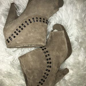 Kenneth Cole reaction suede booties 8.5